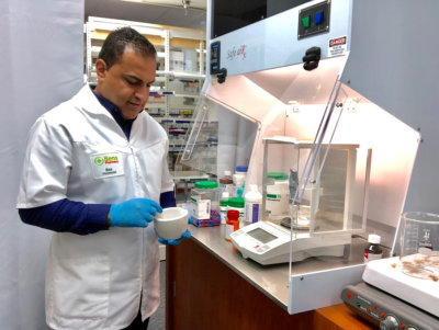 pharmacist compounding medicine